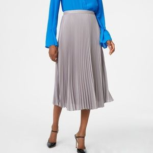 Club Monaco Grey/Silver Pleated Midi Skirt Size 0